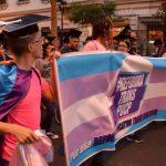 """¿Y POR QUÉ NO UNA """"TI"""" QUE REFLEJE TU VERDADERA IDENTIDAD? La reforma trans y el supuesto atentado contra la """"identidad católica"""" de la PUCP"""