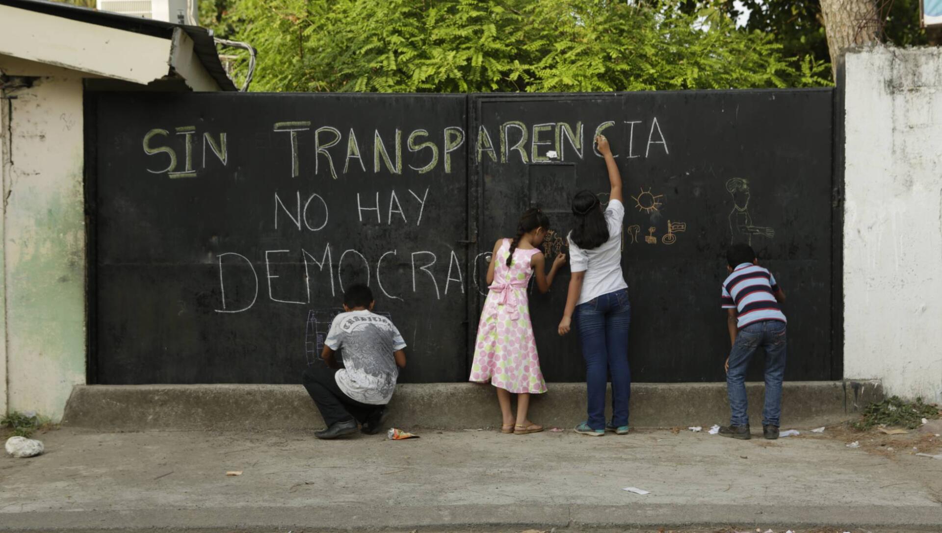 Erradicar para consolidar: la estrategia de los Estados democráticos frente a la cultura del secreto