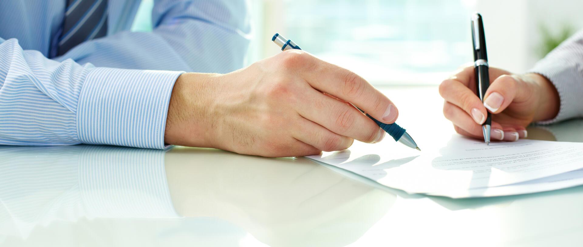 """¿Es necesario que el ámbito de protección que otorga la Ley 29946 """"Ley del Contrato de Seguro"""" se extienda a las empresas que tienen capacidad para negociar los términos del contrato de seguro?"""