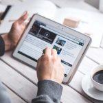 Escaleras virtuales y serpientes informáticas: apuntes sobre la contratación electrónica de servicios financieros