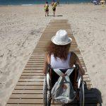 Acceso al mar para personas con discapacidad motora en la playa La Estrella