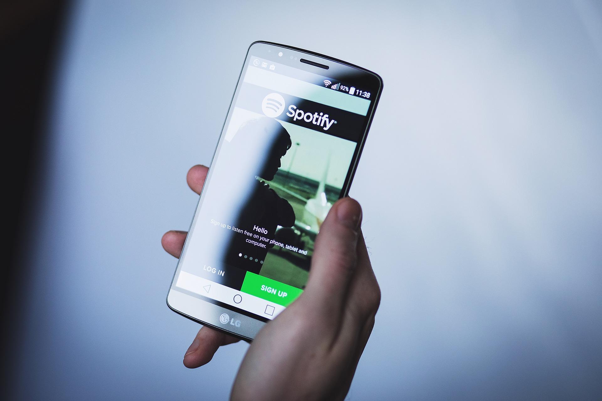 ¡Despídete de los anuncios, cámbiate a Spotify Premium! Apuntes sobre podcasts, la comunicación pública vía Spotify y el rol de APDAYC respecto a los Derechos de Autor en tiempos de COVID – 19.