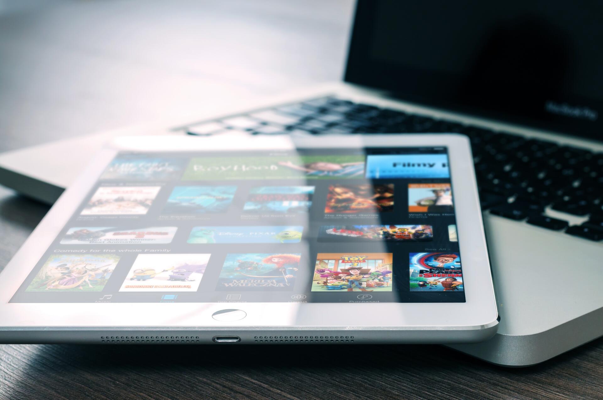 ¿Cómo se pueden tutelar los derechos de los creadores de obras en el ámbito digital?