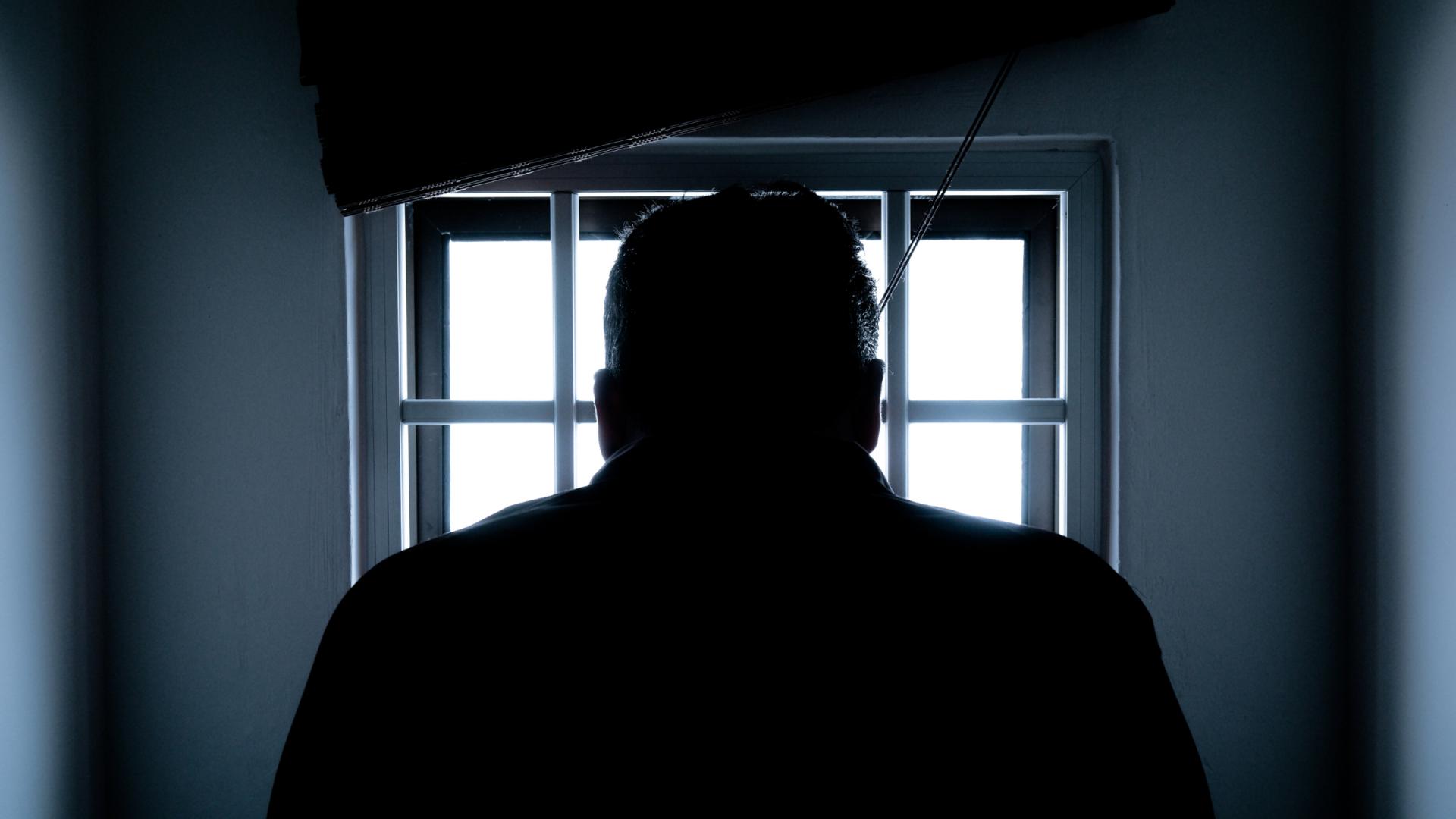 ¡Oye! Te hablo desde la prisión : Una mirada a derechos fundamentales de los reclusos y su reflejo en la salsa