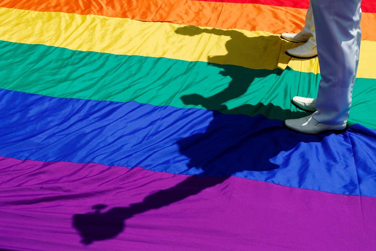 Discriminación en la reserva del derecho de admisión de algunos establecimientos hacia parejas LGBT: ¿Cómo proteger a estos consumidores frente tratos hostiles y discriminadores por su orientación sexual?